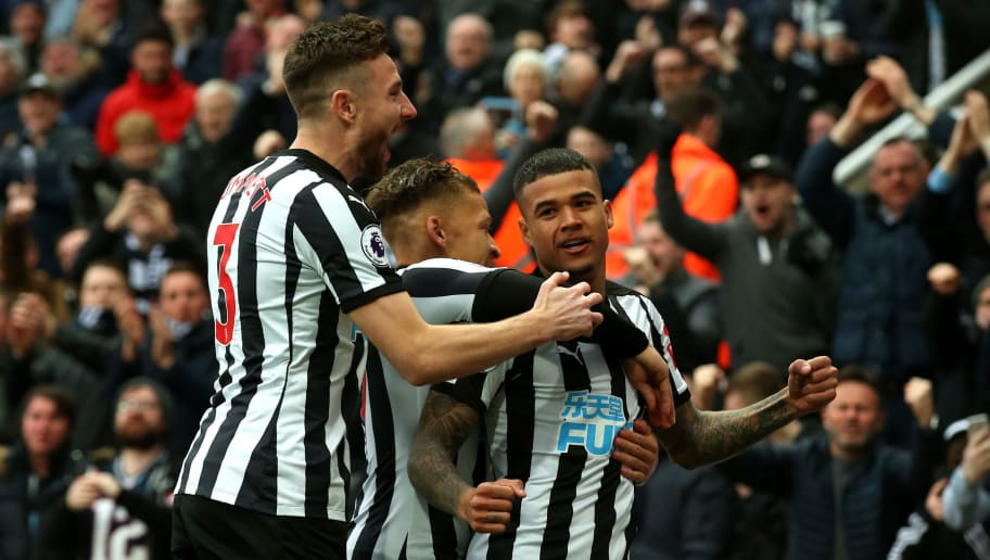 NEWCASTLE UPON TYNE, ENGLAND - MARCH 10:  Kenedy of Newcastle United celebrates with teammates after scoring his sides first goal during the Premier League match between Newcastle United and Southampton at St. James Park on March 10, 2018 in Newcastle upon Tyne, England.  (Photo by Alex Livesey/Getty Images)