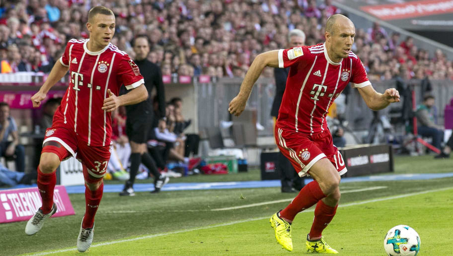 MUNICH, GERMANY - OCTOBER 14: Joshua Kimmich of Bayern Muenchen (l) and Arjen Robben of Bayern Muenchen during the Bundesliga match between FC Bayern Muenchen and Sport-Club Freiburg at Allianz Arena on October 14, 2017 in Munich, Germany. (Photo by Jan Hetfleisch/Bongarts/Getty Images)