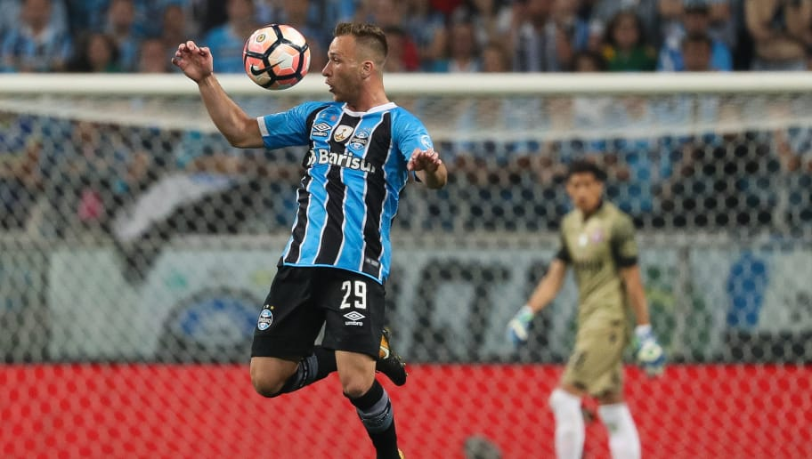 PORTO ALEGRE, BRAZIL - NOVEMBER 22: Arthur of Gremio controls for the ball during a first leg match between Gremio and Lanus as part of Copa Bridgestone Libertadores 2017 Final at Arena do Gremio on November 22, 2017 in Porto Alegre, Brazil. (Photo by Buda Mendes/Getty Images)