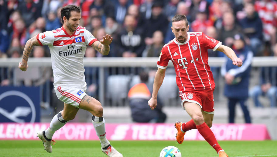 MUNICH, GERMANY - MARCH 10: Dennis Diekmeier of Hamburg and Franck Ribery of Bayern Muenchen compete for the ball during the Bundesliga match between FC Bayern Muenchen and Hamburger SV at Allianz Arena on March 10, 2018 in Munich, Germany. (Photo by Sebastian Widmann/Bongarts/Getty Images)