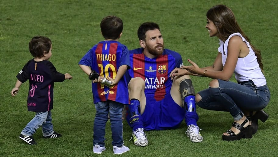 Barcelona's Argentinian forward Lionel Messi (C) speaks with his wife Antonella Roccuzzo (R) past their sons at the end of the Spanish Copa del Rey (King's Cup) final football match FC Barcelona vs Deportivo Alaves at the Vicente Calderon stadium in Madrid on May 27, 2017. Barcelona won 3-1. / AFP PHOTO / JAVIER SORIANO        (Photo credit should read JAVIER SORIANO/AFP/Getty Images)
