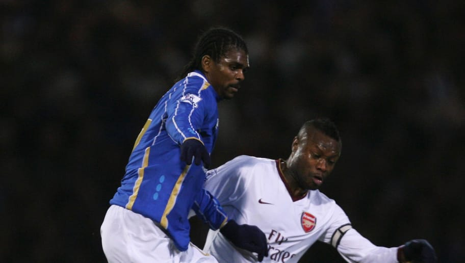 PORTSMOUTH, UNITED KINGDOM - DECEMBER 26:  William Gallas of Arsenal challenges Nwankwo Kanu of Portsmouth during the Barclays Premier League match between Portsmouth and Arsenal at Fratton Park on December 26, 2007 in Portsmouth, England.  (Photo by Bryn Lennon/Getty Images)