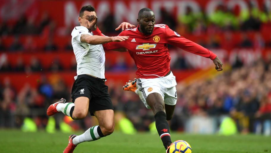 MANCHESTER, ENGLAND - MARCH 10:  Romelu Lukaku of Manchester United runs with the ball under pressure from Dejan Lovren of Liverpool during the Premier League match between Manchester United and Liverpool at Old Trafford on March 10, 2018 in Manchester, England.  (Photo by Michael Regan/Getty Images)