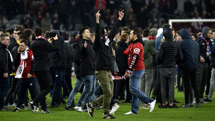 TOPSHOT - Lille's supporters invade the pitch  at the end of the French L1 football match between Lille (LOSC) and Montpellier (MHSC) on March 10, 2018, at the Pierre Mauroy Stadium in Lille, northern France. / AFP PHOTO / FRANCOIS LO PRESTI        (Photo credit should read FRANCOIS LO PRESTI/AFP/Getty Images)