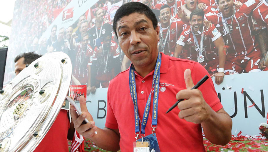 SINGAPORE - JULY 25:  Bayern  Munich legend, Giovane Elber gives the thumb up during the meet the fan session at the ICC Singapore Fan Zone at OCBC Square on July 25, 2017 in Singapore.  (Photo by Suhaimi Abdullah/Getty Images)