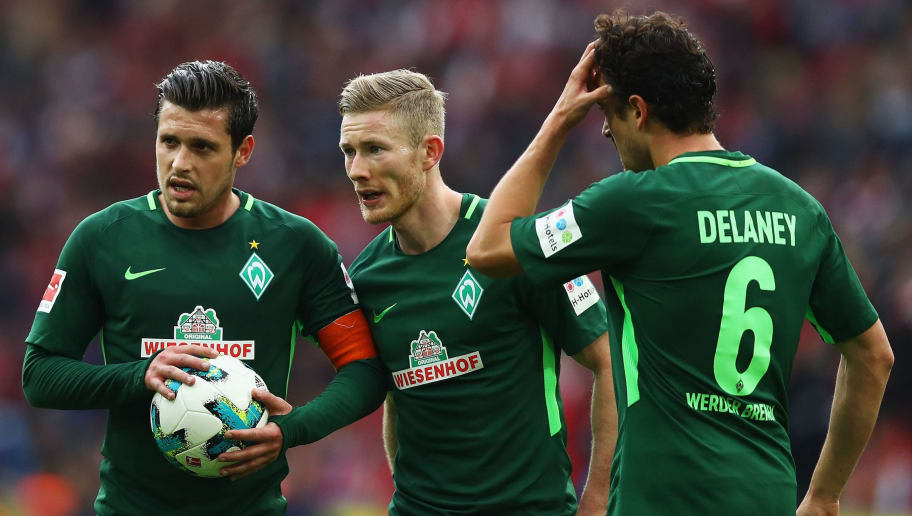 COLOGNE, GERMANY - OCTOBER 22:  Johannes Eggestein, Zlatko Junuzovic, Izet Hajrovic, Florian Kainz and Thomas Delaney of Werder Bremen speak before taking a free kick during the Bundesliga match between 1. FC Koeln and SV Werder Bremen held at RheinEnergieStadion on October 22, 2017 in Cologne, Germany.  (Photo by Dean Mouhtaropoulos/Bongarts/Getty Images)