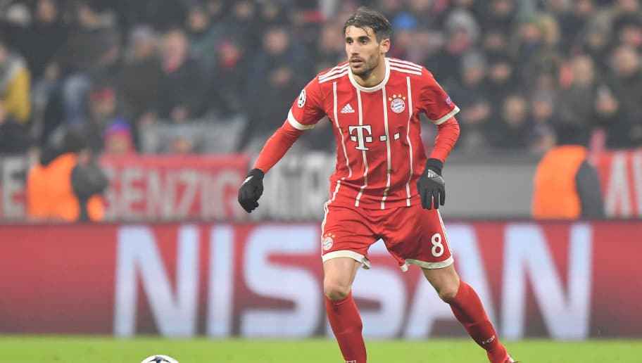 MUNICH, GERMANY - FEBRUARY 20: Javier Martinez of Bayern Muenchen plays the ball during the UEFA Champions League Round of 16 First Leg match between Bayern Muenchen and Besiktas at Allianz Arena on February 20, 2018 in Munich, Germany. (Photo by Sebastian Widmann/Bongarts/Getty Images)