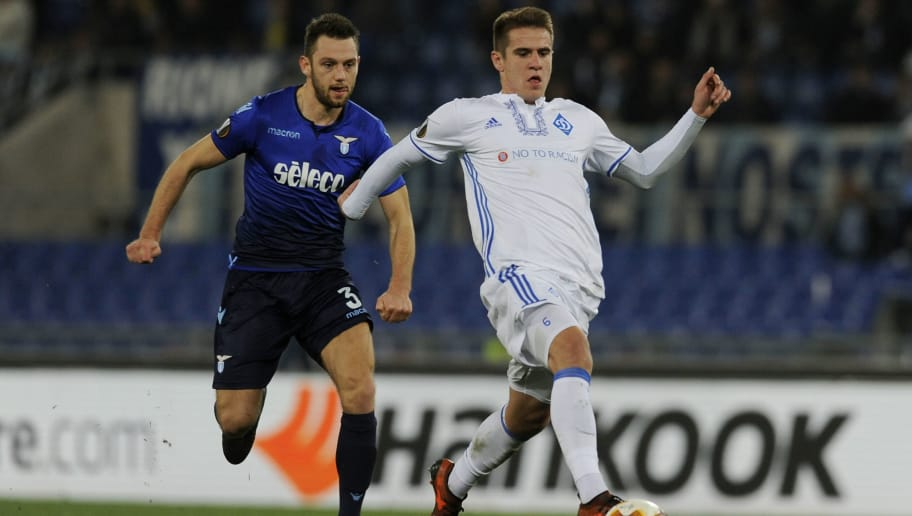 ROME, BUCAREST - MARCH 08:  Stefan De Vrij of SS Lazio compete for the ball with Mykola Shaparenko of Dynamo Kiev during UEFA Europa League Round of 16 match between Lazio and Dynamo Kiev at the Stadio Olimpico on March 8, 2018 in Rome, Italy.  (Photo by Marco Rosi/Getty Images)
