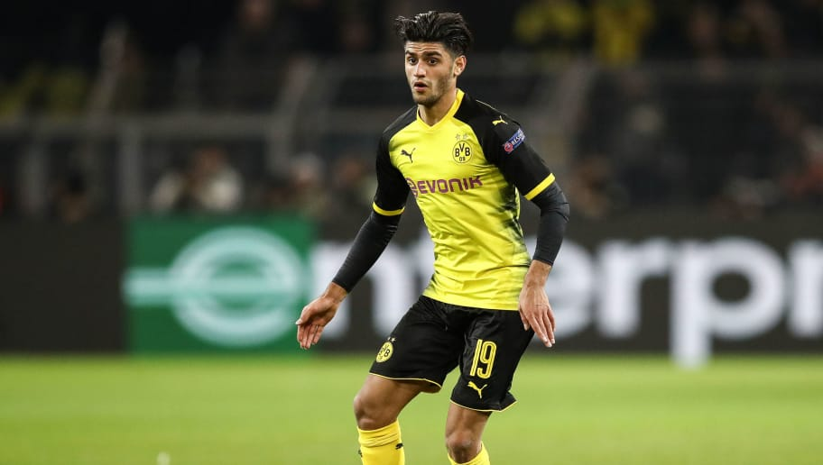 DORTMUND, GERMANY - MARCH 08: Mahmoud Dahoud #19 of Borussia Dortmund controls the ball during UEFA Europa League Round of 16 match between Borussia Dortmund and FC Red Bull Salzburg at the Signal Iduna Park on March 8, 2018 in Dortmund, Germany. (Photo by Maja Hitij/Bongarts/Getty Images)