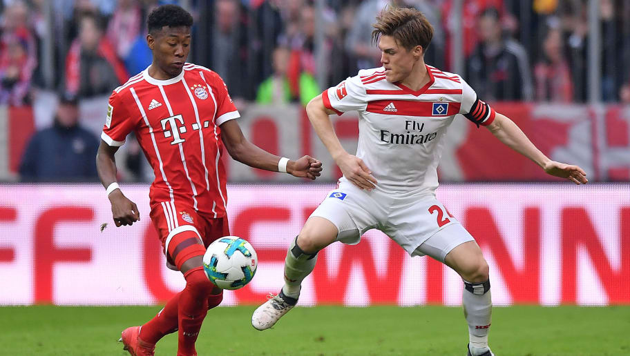 MUNICH, GERMANY - MARCH 10: Gotoku Sakai of Hamburg (r) fights for the ball with David Alaba of Bayern Muenchen during the Bundesliga match between FC Bayern Muenchen and Hamburger SV at Allianz Arena on March 10, 2018 in Munich, Germany. (Photo by Sebastian Widmann/Bongarts/Getty Images)