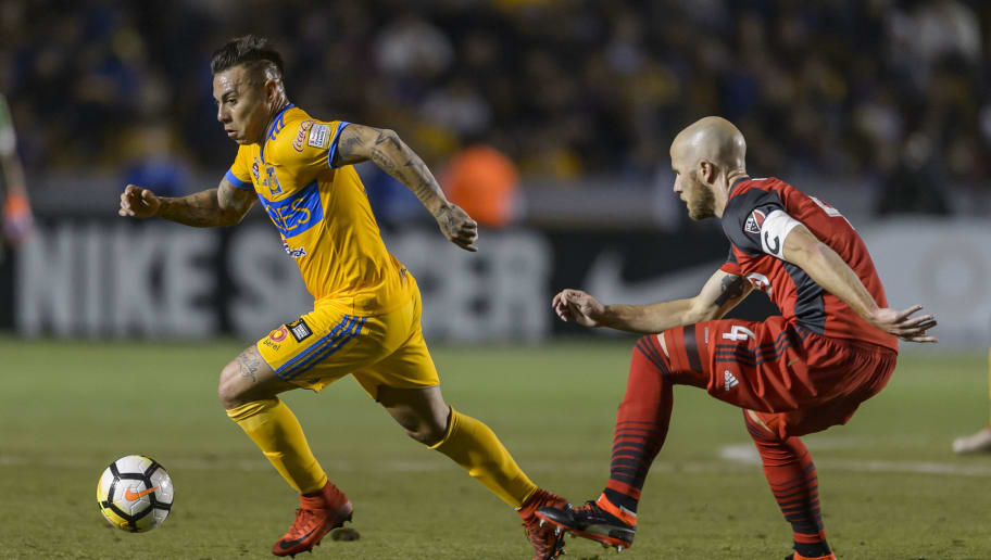 MONTERREY, MEXICO - MARCH 13: Eduardo Vargas of Tigres fights for the ball with Michael Bradley of Toronto during the quarterfinals second leg match between Tigres UANL and Toronto FC as part of the CONCACAF Champions League 2018 at Universitario Stadium on March 13, 2018 in Monterrey, Mexico. (Photo by Azael Rodriguez/Getty Images)