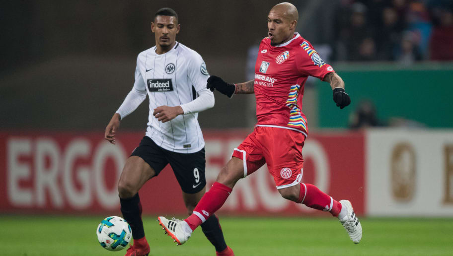 FRANKFURT AM MAIN, GERMANY - FEBRUARY 07: Nigel De Jong of Mainz is challenged by Sebastien Haller of Frankfurt during the DFB Cup quarter final match between Eintracht Frankfurt and 1. FSV Mainz 05 at Commerzbank-Arena on February 7, 2018 in Frankfurt am Main, Germany. (Photo by Simon Hofmann/Bongarts/Getty Images)