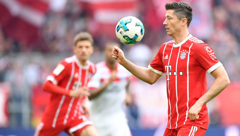 MUNICH, GERMANY - MARCH 10: Robert Lewandowski of Bayern Muenchen plays the ball during the Bundesliga match between FC Bayern Muenchen and Hamburger SV at Allianz Arena on March 10, 2018 in Munich, Germany. (Photo by Sebastian Widmann/Bongarts/Getty Images)