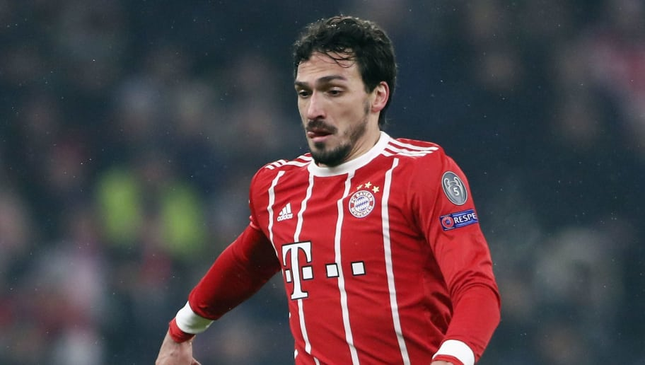 MUNICH, GERMANY - FEBRUARY 20:  Mats Hummels of Muenchen controls the ball during the UEFA Champions League Round of 16 First Leg  match between Bayern Muenchen and Besiktas at Allianz Arena on February 20, 2018 in Munich, Germany.  (Photo by Alex Grimm/Bongarts/Getty Images)