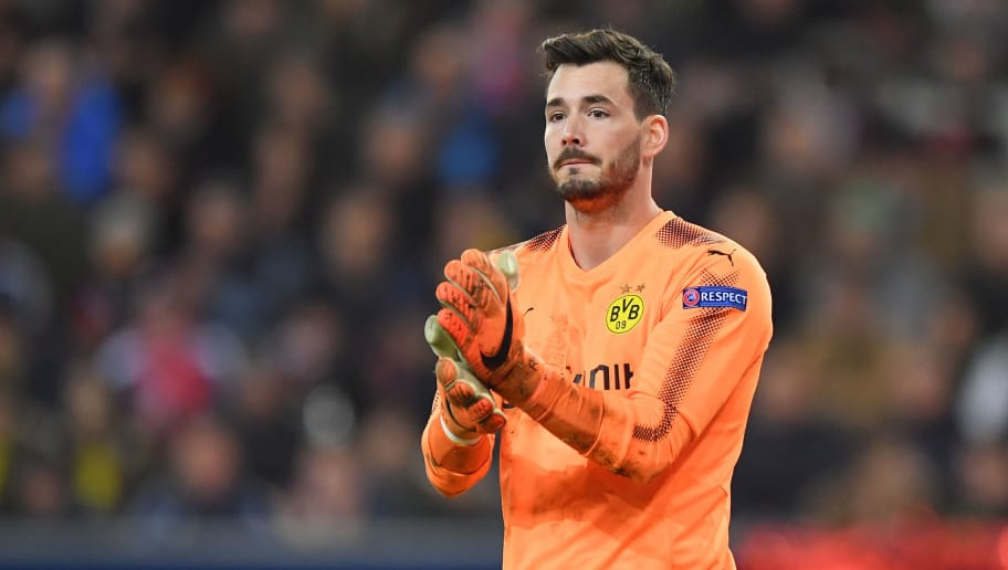 SALZBURG, AUSTRIA - MARCH 15: Goalkeeper Roman Buerki of Dortmund gestures during the UEFA Europa League Round of 16, 2nd leg match between FC Red Bull Salzburg and Borussia Dortmund at the Red Bull Arena on March 15, 2018 in Salzburg, Austria. (Photo by Sebastian Widmann/Bongarts/Getty Images,)
