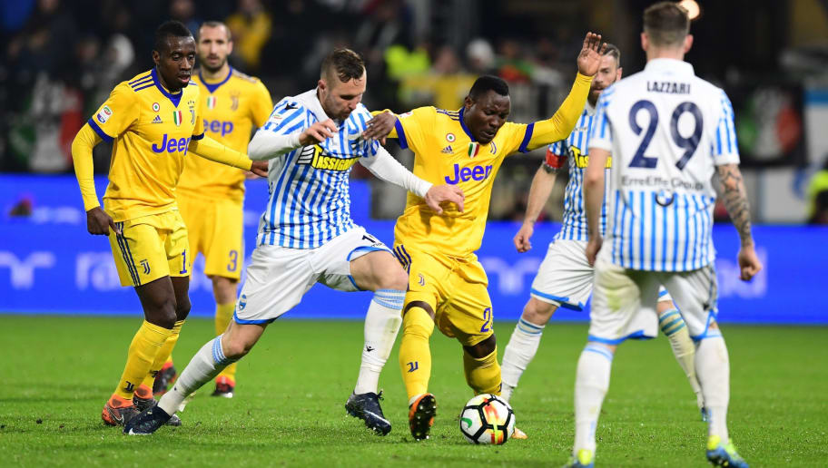 Juventus' Ghana midfielder Kwadwo Asamoah (C) vies with Spal's Slovenian midfielder Jasmin Kurtic (2ndL) during the Italian Serie A football match Spal vs Juventus at the Paolo-Mazza stadium in Ferrara on March 17, 2018. / AFP PHOTO / MIGUEL MEDINA        (Photo credit should read MIGUEL MEDINA/AFP/Getty Images)