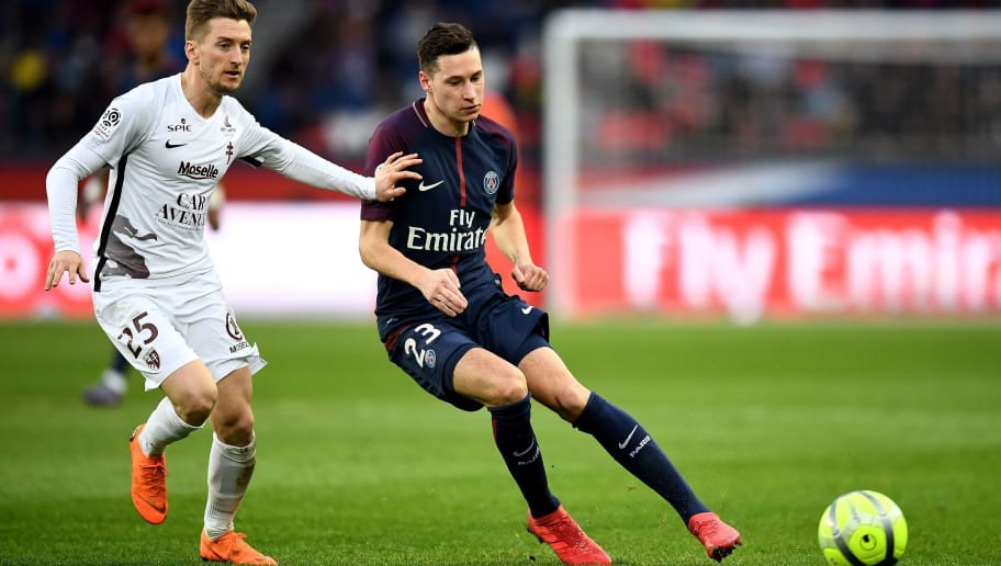 Paris Saint-Germain's German midfielder Julian Draxler (R) vies with Metz's Spanish defender Ivan Balliu during the French L1 football match between Paris Saint-Germain and Metz at the Parc des Princes stadium in Paris on March 10, 2018. / AFP PHOTO / FRANCK FIFE        (Photo credit should read FRANCK FIFE/AFP/Getty Images)