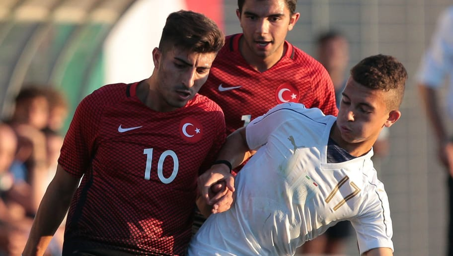NOCETO, ITALY - SEPTEMBER 01:  Enrico Del Prato of Italy (R) competes for the ball with Muhammed Enes Kiprit of Turkey during the U19 international friendly match between Italy U19 and Turkey U19 on September 1, 2017 in Noceto, Italy. (Photo by Emilio Andreoli/Getty Images)
