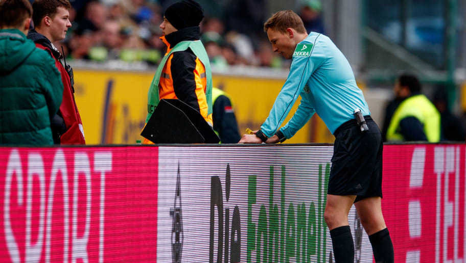 MOENCHENGLADBACH, GERMANY - MARCH 17: Referee Markus Petersen looks on the video assistant screen during the Bundesliga match between Borussia Moenchengladbach and TSG 1899 Hoffenheim at Borussia-Park on March 17, 2018 in Moenchengladbach, Germany.  (Photo by Lars Baron/Bongarts/Getty Images)