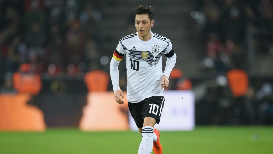 COLOGNE, GERMANY - NOVEMBER 14: Mesut Oezil of Germany controls the ball during the International friendly match between Germany and France at RheinEnergieStadion on November 14, 2017 in Cologne, Germany. (Photo by Matthias Hangst/Bongarts/Getty Images)