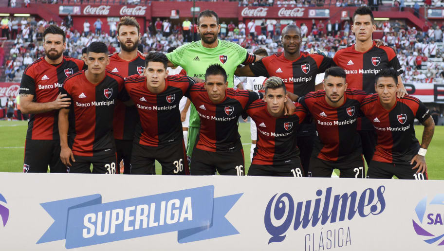 BUENOS AIRES, ARGENTINA - NOVEMBER 26: Players of Newell's Old Boys pose for a team photo prior to a match between River and Newell's Old Boys as part of Superliga 2017/18 at Monumental Stadium on November 26, 2017 in Buenos Aires, Argentina. (Photo by Marcelo Endelli/Getty Images)