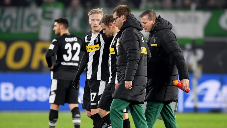 WOLFSBURG, GERMANY - DECEMBER 03: Tony Jantschke of Moenchengladbach walks injured off the pitch during the Bundesliga match between VfL Wolfsburg and Borussia Moenchengladbach at Volkswagen Arena on December 3, 2017 in Wolfsburg, Germany.  (Photo by Stuart Franklin/Bongarts/Getty Images)