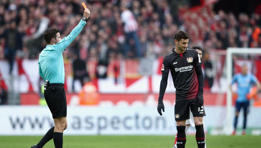 COLOGNE, GERMANY - MARCH 18: Referee Harm Osmers shows the red card to Lucas Alario of Leverkusen during the Bundesliga match between 1. FC Koeln and Bayer 04 Leverkusen at RheinEnergieStadion on March 18, 2018 in Cologne, Germany.  (Photo by Alex Grimm/Bongarts/Getty Images)