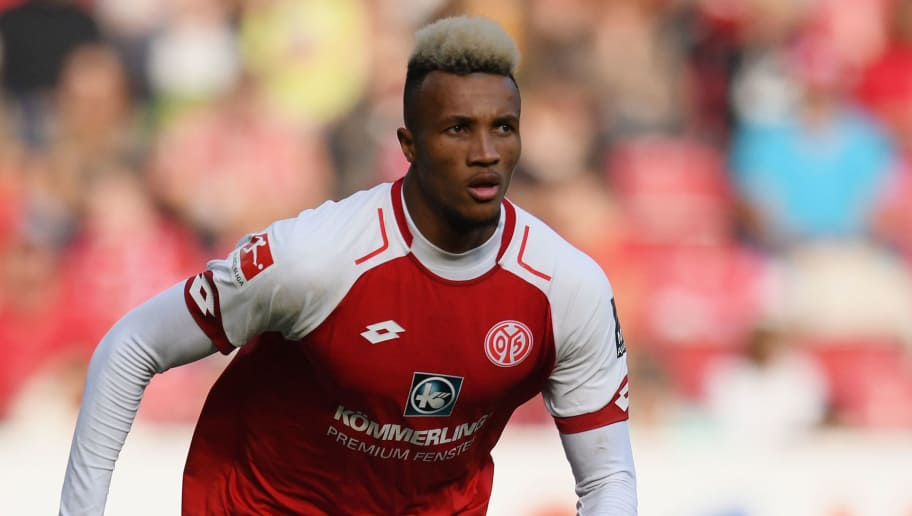 MAINZ, GERMANY - SEPTEMBER 23: Jean-Philippe Gbamin of Mainz controls the ball during the Bundesliga match between 1. FSV Mainz 05 and Hertha BSC at Opel Arena on September 23, 2017 in Mainz, Germany. (Photo by Matthias Hangst/Bongarts/Getty Images)