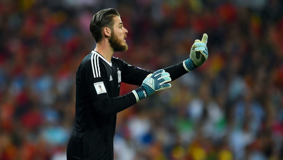 MADRID, SPAIN - SEPTEMBER 02:  David De Gea of Spain gives instructions to his team mates during the FIFA 2018 World Cup Qualifier between Spain and Italy at Estadio Santiago Bernabeu on September 2, 2017 in Madrid, Spain.  (Photo by David Ramos/Getty Images)