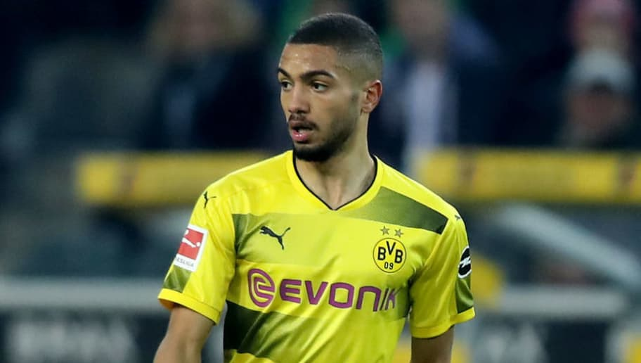 MOENCHENGLADBACH, GERMANY - FEBRUARY 18: Jeremy Toljan of Dortmund runs with the ball during the Bundesliga match between Borussia Moenchengladbach and Borussia Dortmund at Borussia-Park on February 18, 2018 in Moenchengladbach, Germany. The match between Moenchengladbach and Dortmund ended 0-1. (Photo by Christof Koepsel/Bongarts/Getty Images)
