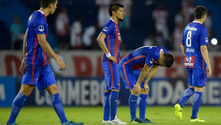 Paraguay's Cerro Porteno players look dejected at the end of their Copa Sudamericana football match against Colombia's Atletico Junior  at Roberto Melendez stadium in Barranquilla, Colombia on September 19, 2017. / AFP PHOTO / RAUL ARBOLEDA        (Photo credit should read RAUL ARBOLEDA/AFP/Getty Images)