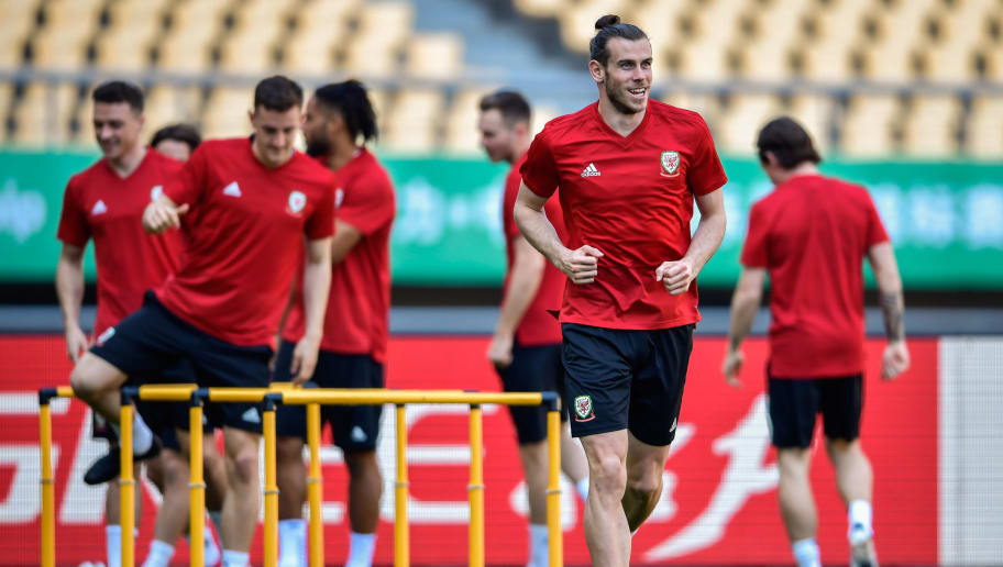 Gareth Bale (L) of Wales takes part in a training session before the China Cup International Football Championship in Nanning, in China's southern Guangxi region on March 20, 2018. / AFP PHOTO / - / China OUT        (Photo credit should read -/AFP/Getty Images)