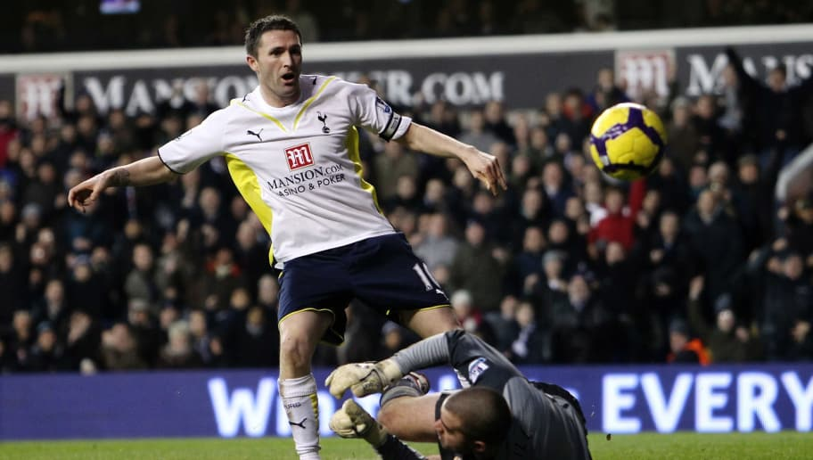 LONDON, ENGLAND - JANUARY 16:  Robbie Keane of Tottenham Hotspur looks frustrated after having a a shot saved by Boaz Myhill of Hull City during the Barclays Premier League match between Tottenham Hotspur and Hull City at White Hart Lane on January 16, 2010 in London, England.  (Photo by Julian Finney/Getty Images)