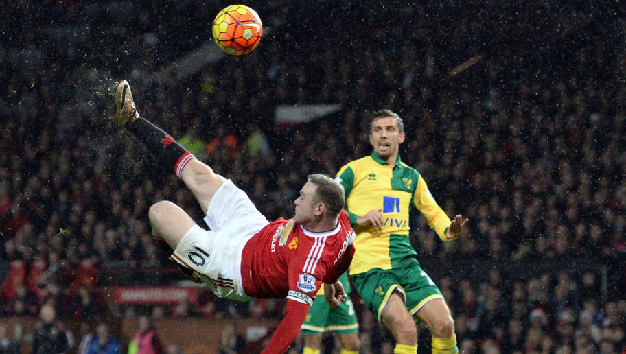 Manchester United's English striker Wayne Rooney (L) takes an unsuccessful overhead shot during the English Premier League football match between Manchester United and Norwich City at Old Trafford in Manchester, north west England on December 19, 2015. AFP PHOTO / OLI SCARFF  RESTRICTED TO EDITORIAL USE. NO USE WITH UNAUTHORIZED AUDIO, VIDEO, DATA, FIXTURE LISTS, CLUB/LEAGUE LOGOS OR 'LIVE' SERVICES. ONLINE IN-MATCH USE LIMITED TO 75 IMAGES, NO VIDEO EMULATION. NO USE IN BETTING, GAMES OR SINGLE CLUB/LEAGUE/PLAYER PUBLICATIONS. / AFP / OLI SCARFF        (Photo credit should read OLI SCARFF/AFP/Getty Images)