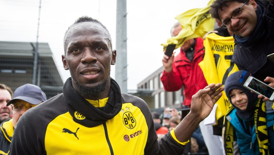 DORTMUND, GERMANY - MARCH 23: Usain Bolt gives autographs to the fans after a training of Borussia Dortmund on March 23, 2018 in Dortmund, Germany. (Photo by Maja Hitij/Bongarts/Getty Images)