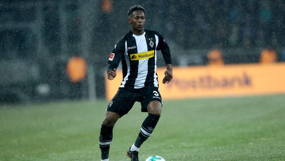 MOENCHENGLADBACH, GERMANY - MARCH 02: Reece Oxford of Moenchengladbach runs with the ball during the Bundesliga match between Borussia Moenchengladbach and SV Werder Bremen at Borussia-Park on March 2, 2018 in Moenchengladbach, Germany. The match between Moenchengladbach and Bremen ended 2-2. (Photo by Christof Koepsel/Bongarts/Getty Images)