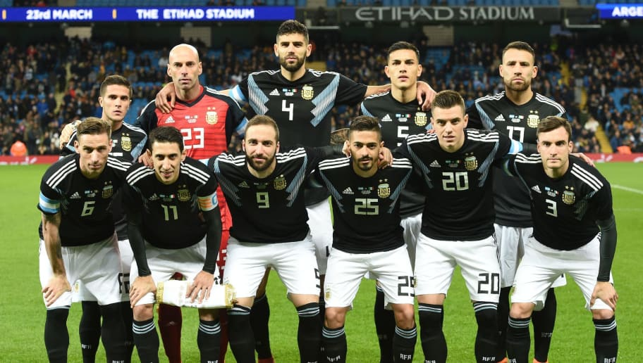 Argentina team (back row L-R) Argentina's defender Fabricio Bustos, Argentina's goalkeeper Willy Caballero, Argentina's defender Federico Fazio, Argentina's midfielder Leandro Paredes and Argentina's defender Nicolas Otamendi , front row (L-R) Argentina's midfielder Lucas Biglia, Argentina's midfielder Angel Di Maria, Argentina's striker Gonzalo Higuain, Argentina's midfielder Manuel Lanzini, Argentina's midfielder Giovani Lo Celso and Argentina's defender Nicolas Tagliafico pose for a team photograph ahead of the International friendly football match between Argentina and Italy at the Etihad stadium in Manchester, north west England on March 23, 2018. / AFP PHOTO / Oli SCARFF        (Photo credit should read OLI SCARFF/AFP/Getty Images)