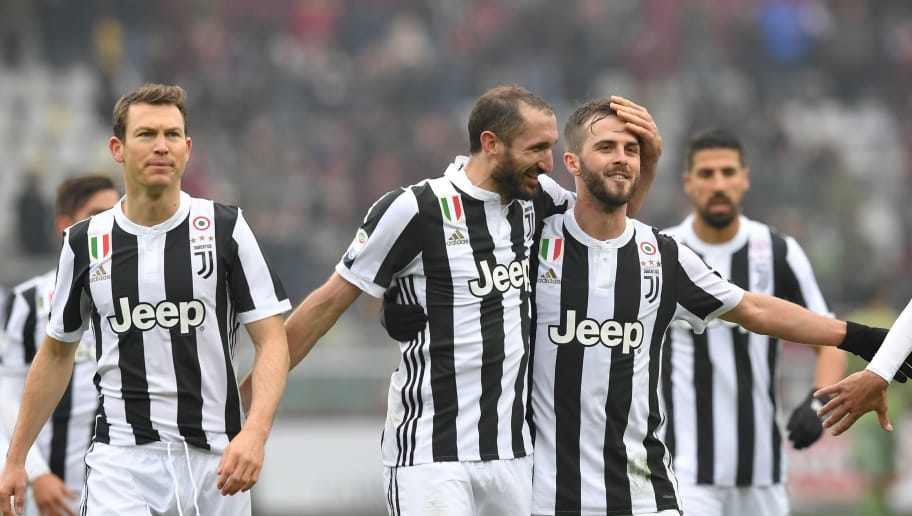 TURIN, ITALY - FEBRUARY 18:  Stephan Lichtsteiner, Giorgio Chiellini and Miralem Pjanic of Juventus celebrate victory at the end of the Serie A match between Torino FC and Juventus at Stadio Olimpico di Torino on February 18, 2018 in Turin, Italy.  (Photo by Valerio Pennicino/Getty Images)