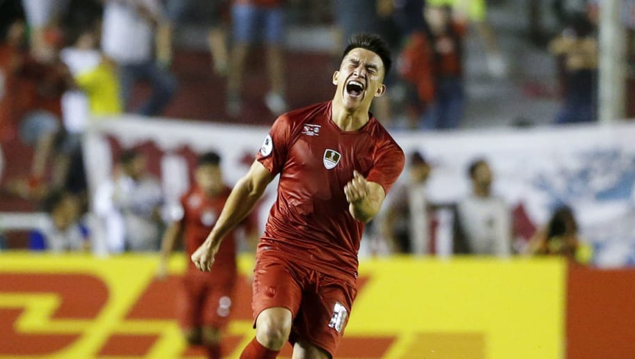 BUENOS AIRES, ARGENTINA - FEBRUARY 14:  Fernando Gaibor of Independiente celebrates after scoring the equalizer during the first leg match between Independiente and Gremio as part of CONMBEOL Recopa Sudamericana 2018 at Estadio Libertadores de America on February 14, 2018 in Buenos Aires, Argentina. (Photo by Gabriel Rossi/Getty Images)