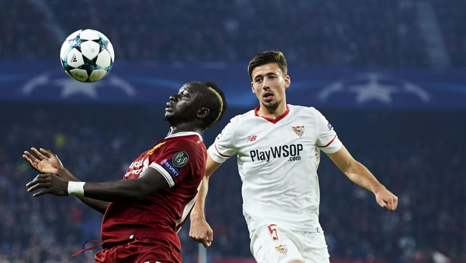 SEVILLE, SPAIN - NOVEMBER 21:  Clement Lenglet of Sevilla FC duels for the ball with Sadio Mane of Liverpool FC during the UEFA Champions League group E match between Sevilla FC and Liverpool FC at Estadio Ramon Sanchez Pizjuan on November 21, 2017 in Seville, Spain.  (Photo by Aitor Alcalde/Getty Images)