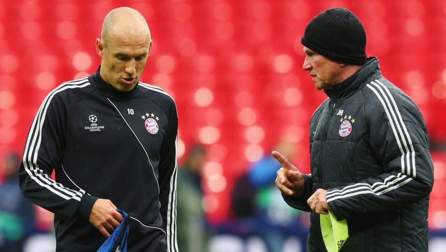 LONDON, ENGLAND - MAY 24:  Head Coach Jupp Heynckes of Bayern Muenchen talks to player Arjen Robben during a FC Bayern Muenchen training session ahead of the UEFA Champions League final match against Borussia Dortmund at Wembley Stadium on May 24, 2013 in London, United Kingdom.  (Photo by Alex Grimm/Getty Images)