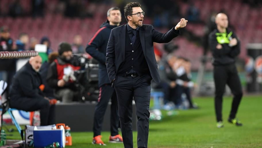 NAPLES, ITALY - MARCH 03:  Coach of AS Roma Eusebio Di Francesco gestures during the serie A match between SSC Napoli and AS Roma - Serie A at Stadio San Paolo on March 3, 2018 in Naples, Italy.  (Photo by Francesco Pecoraro/Getty Images)