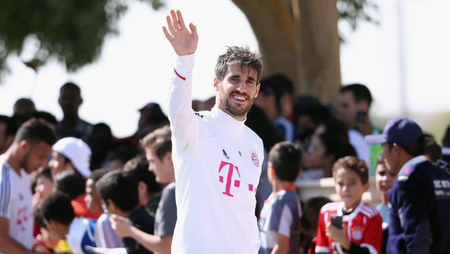 DOHA, QATAR - JANUARY 06: Javi Martinez waves after a training session on day 5 of the FC Bayern Muenchen training camp at ASPIRE Academy for Sports Excellence on January 6, 2018 in Doha, Qatar.  (Photo by Alex Grimm/Bongarts/Getty Images)
