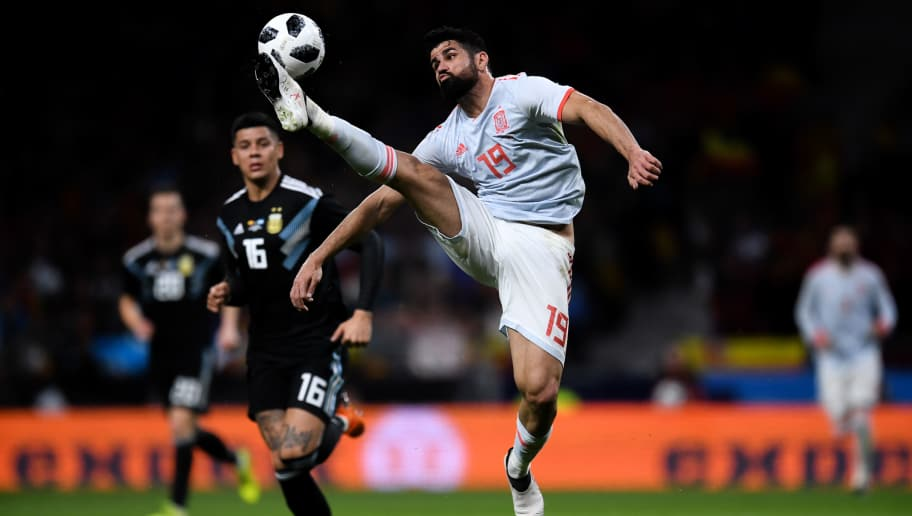 MADRID, SPAIN - MARCH 27: Diego Costa of Spain controls the ball during an International friendly match between Spain and Argentina at the Wanda Metropolitano stadium on March 27, 2018 in Madrid, Spain.  (Photo by David Ramos/Getty Images)