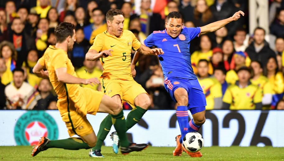 Australia's midfielder Mark Milligan (C) vies with Colombia's striker Carlos Bacca during the International friendly football match between Australia and Colombia at Craven Cottage in London on March 27, 2018. / AFP PHOTO / OLLY GREENWOOD        (Photo credit should read OLLY GREENWOOD/AFP/Getty Images)