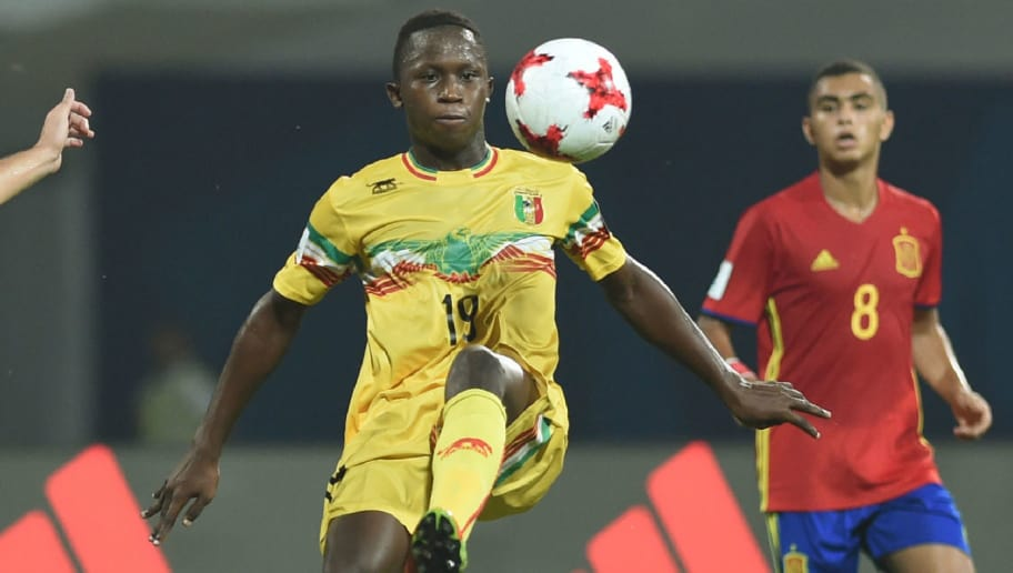 Spain's defender Hugo Guillamon (2ndL) and Mali's forward Lassana Ndiaye (2ndR) vie for the ball during the second semi final football match between Mali and Spain in the FIFA U-17 World Cup at the D.Y.Patil stadium in Navi Mumbai on October 25, 2017. / AFP PHOTO / PUNIT PARANJPE        (Photo credit should read PUNIT PARANJPE/AFP/Getty Images)