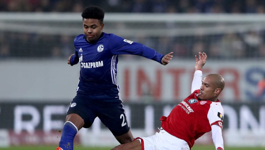MAINZ, GERMANY - MARCH 09: Weston McKennie of Schalke is challenged by Jose Rodriguez of Mainz during the Bundesliga match between 1. FSV Mainz 05 and FC Schalke 04 at Opel Arena on March 9, 2018 in Mainz, Germany.  (Photo by Alex Grimm/Bongarts/Getty Images)