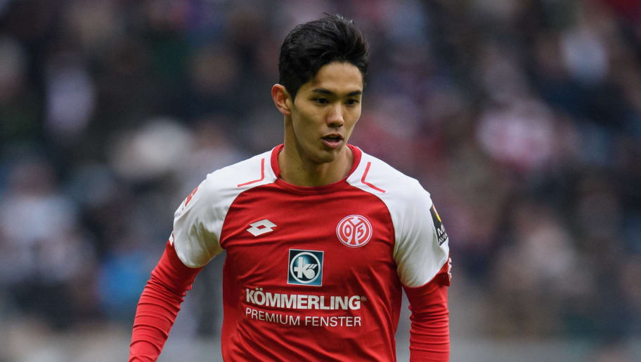 FRANKFURT AM MAIN, GERMANY - MARCH 17: Yoshinori Muto of Mainz controls the ball during the Bundesliga match between Eintracht Frankfurt and 1. FSV Mainz 05 at Commerzbank-Arena on March 17, 2018 in Frankfurt am Main, Germany. (Photo by Matthias Hangst/Bongarts/Getty Images)