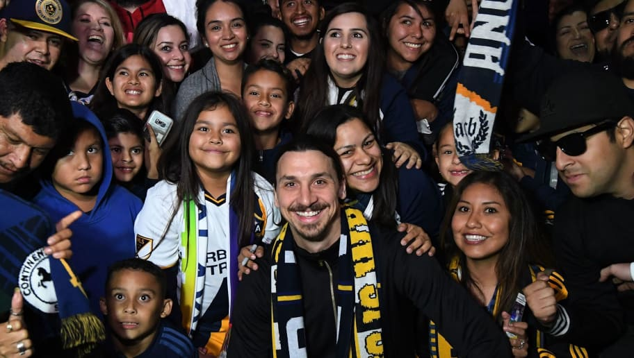 Football star Zlatan Ibrahimovic is greeted by fans after arriving at Los Angeles International Airport to begin his new contract with local club LA Galaxy in Los Angeles, California, on March 29, 2018. The 36-year-old Swedish striker's move to MLS from Manchester United was confirmed last week, with Ibrahimovic swiftly vowing to reignite the Galaxy's fortunes after they finished bottom of the league last season.  / AFP PHOTO / Mark RALSTON        (Photo credit should read MARK RALSTON/AFP/Getty Images)