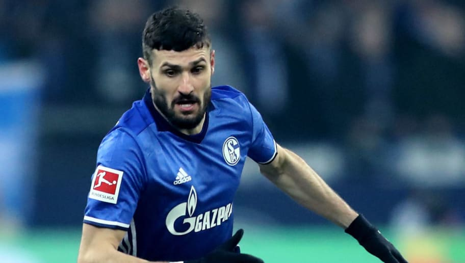 GELSENKIRCHEN, GERMANY - MARCH 03: Daniel Caligiuri of Schalke runs with the ball during the Bundesliga match between FC Schalke 04 and Hertha BSC at Veltins-Arena on March 3, 2018 in Gelsenkirchen, Germany. The match between Schalke and Berlin ended 1-0. (Photo by Christof Koepsel/Bongarts/Getty Images)